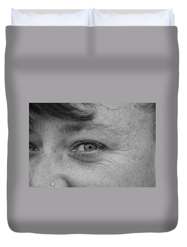 Black And White Duvet Cover featuring the photograph I See You by Rob Hans