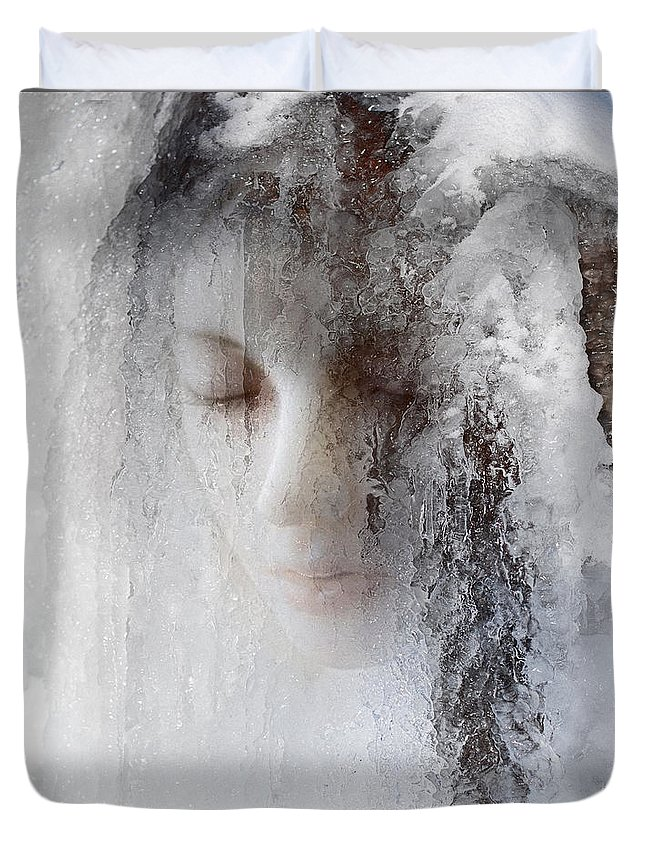 Ice Duvet Cover featuring the photograph Ice Queen by Jeff Hummel