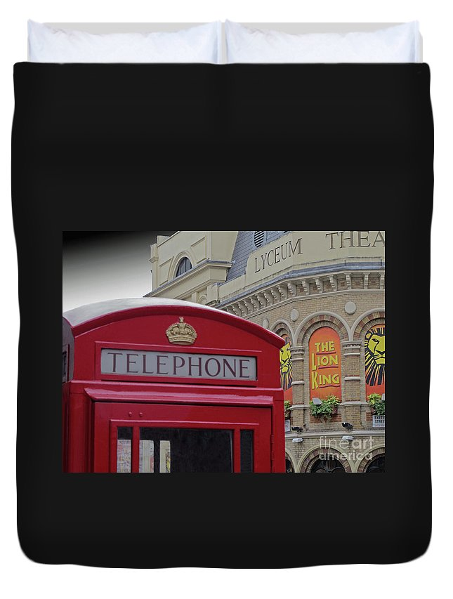 London Duvet Cover featuring the photograph Iconic Postbox And Lyceum Theatre by Ann Horn