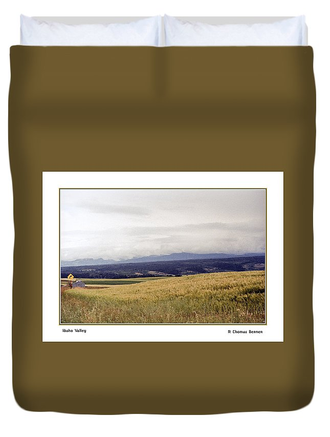 Duvet Cover featuring the photograph Idaho Valley by R Thomas Berner