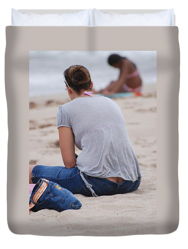 Girl Duvet Cover featuring the photograph Indiana Girl by Rob Hans