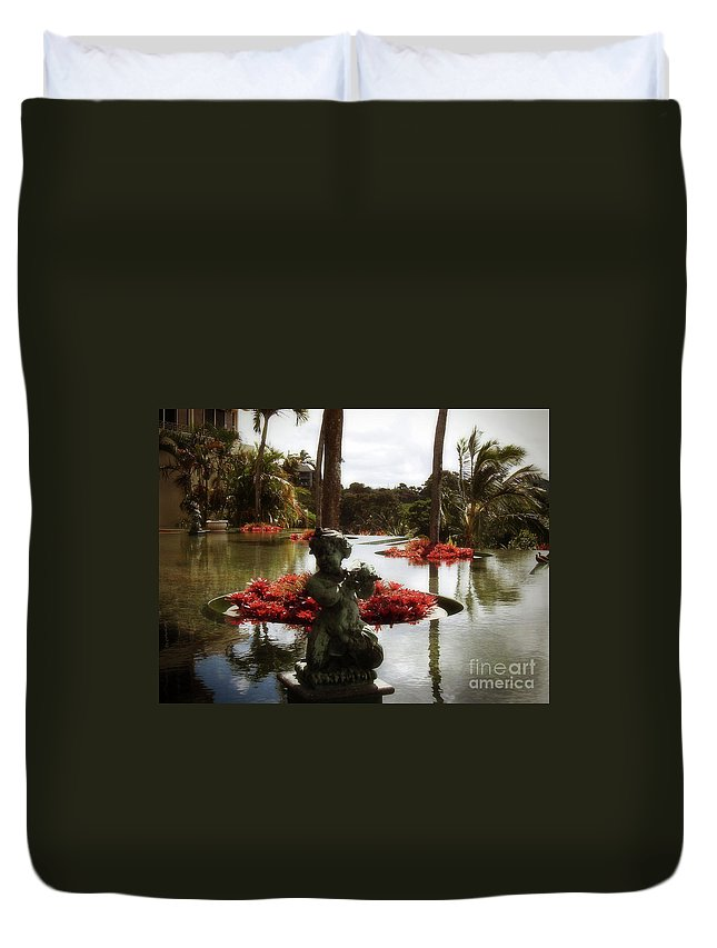Hawaii Duvet Cover featuring the photograph Infinity Pool by Paulette B Wright