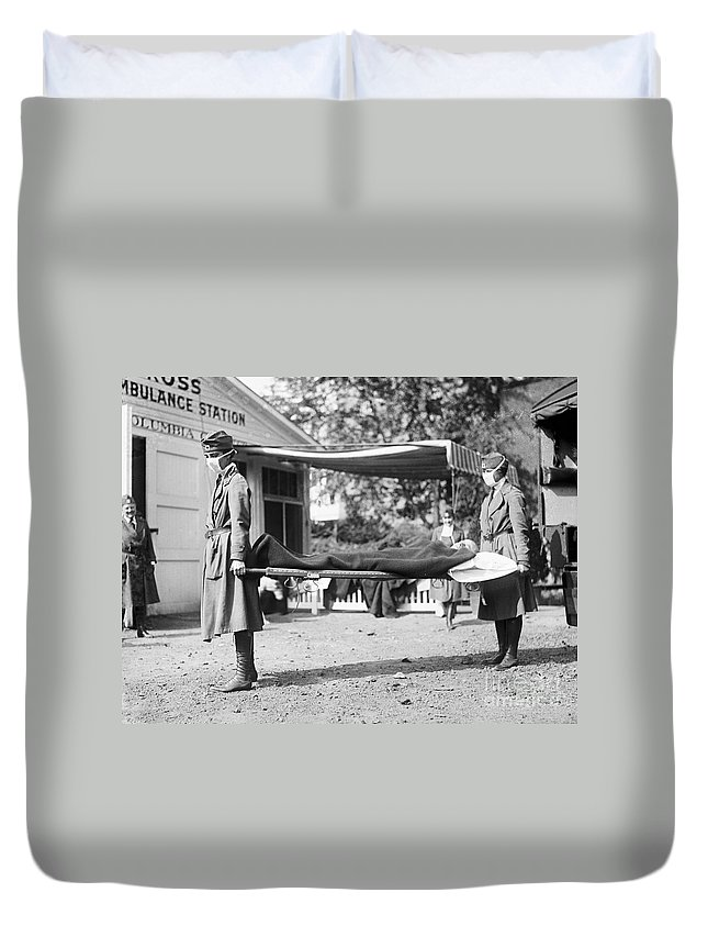 1918 Duvet Cover featuring the photograph Influenza Epidemic, 1918 by Granger