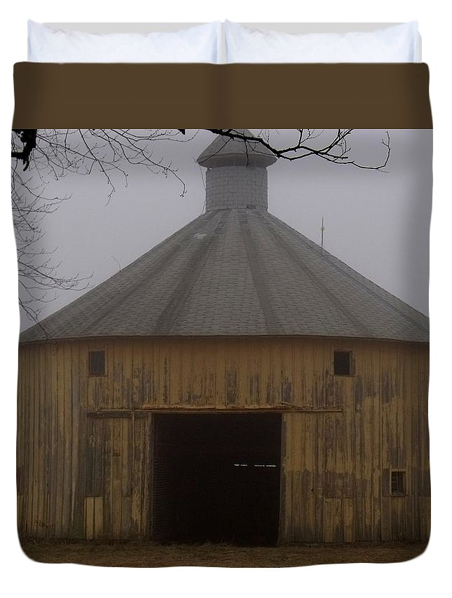 Inside These Four Walls Duvet Cover featuring the photograph Inside These Four Walls by Ed Smith