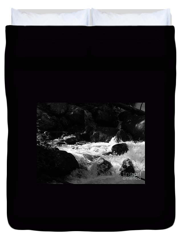 Rivers Duvet Cover featuring the photograph Into the light by Amanda Barcon