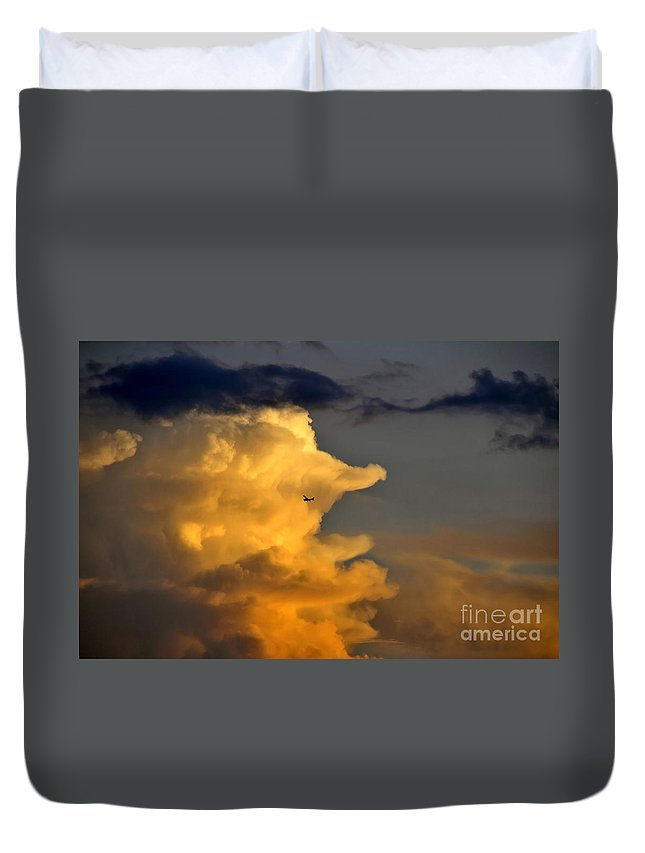 Flying Duvet Cover featuring the photograph Into The Storm by David Lee Thompson