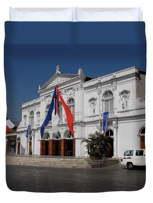 Iquique Duvet Cover featuring the photograph Iquique Chile Courtyard by Brett Winn