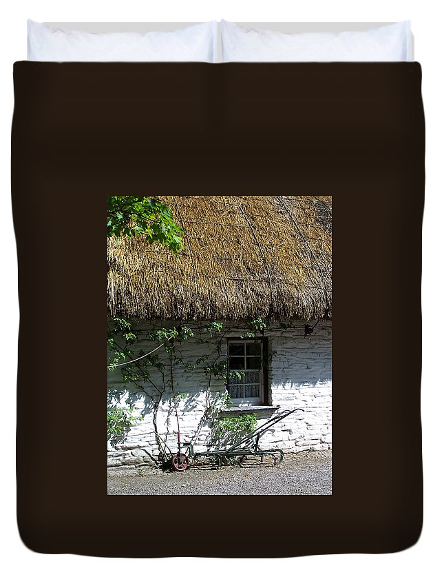Irish Duvet Cover featuring the photograph Irish Farm Cottage Window County Cork Ireland by Teresa Mucha