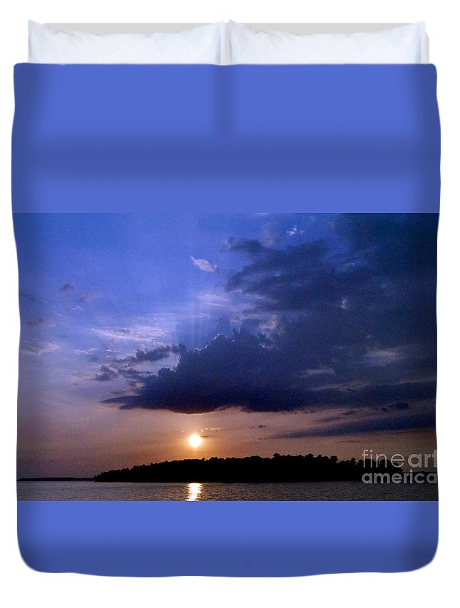 Scenic Tours Duvet Cover featuring the photograph Island Peace by Skip Willits