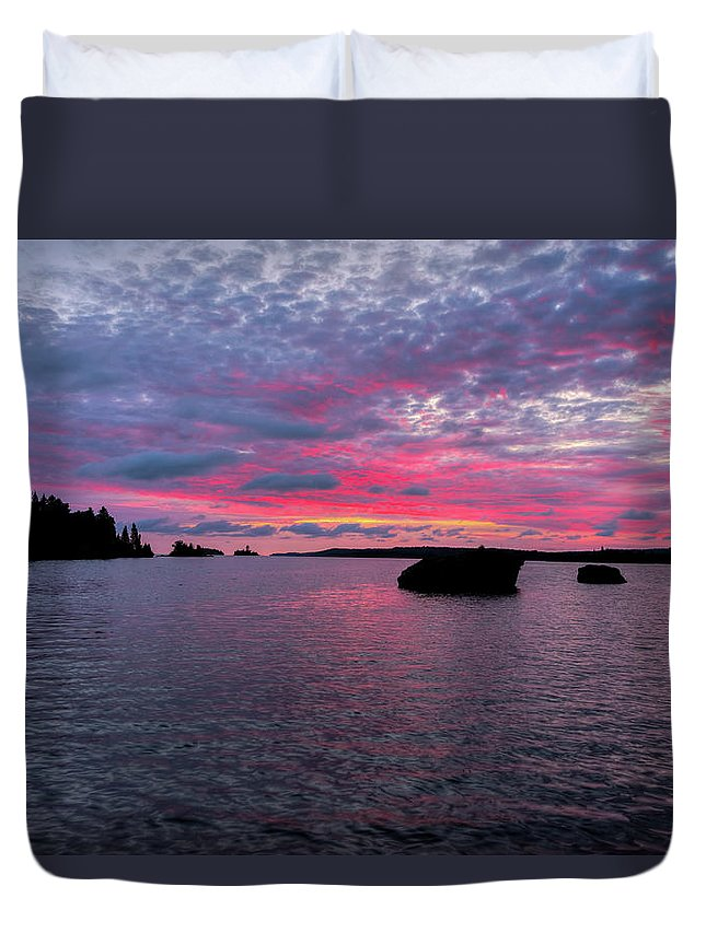 Isle Roayle Duvet Cover featuring the photograph Isle Royale Belle Isle Dawn by Shane Mossman