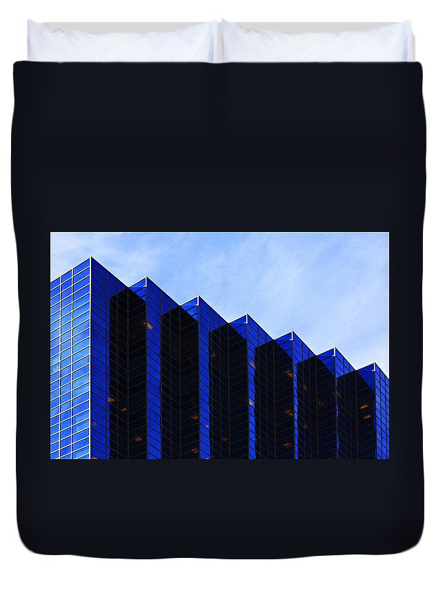 Architecture Duvet Cover featuring the photograph Jagged Sky Scraper by Marilyn Hunt