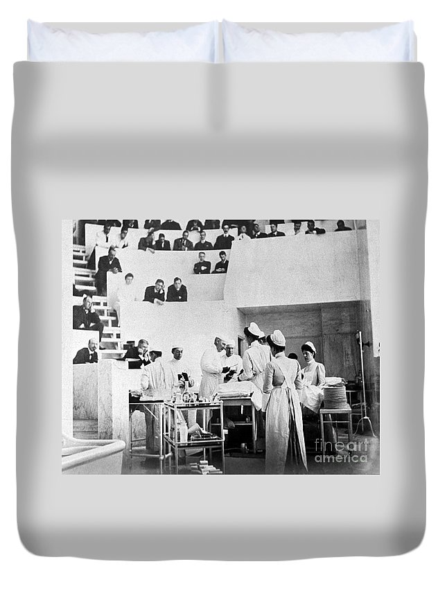 Medical Duvet Cover featuring the photograph John Hopkins Operating Theater, 19031904 by Science Source