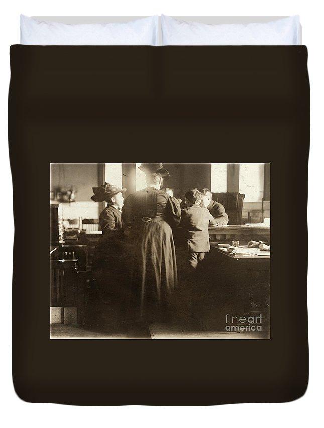 1910 Duvet Cover featuring the photograph Juvenile Court, 1910 by Granger
