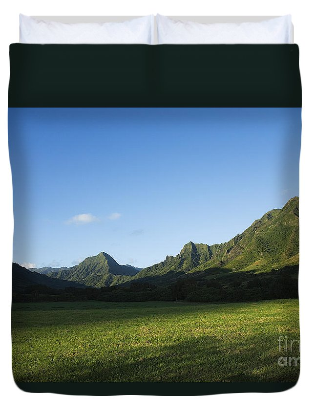 Bright Duvet Cover featuring the photograph Kaaawa Valley by Dana Edmunds - Printscapes