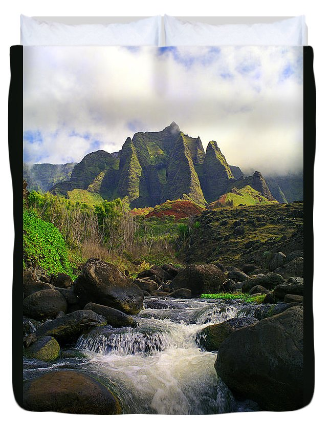 Hawaii Duvet Cover featuring the photograph Kalalau Cathedral by Kevin Smith
