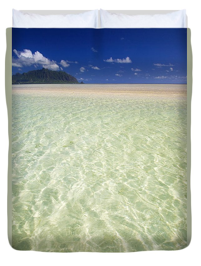 Attraction Duvet Cover featuring the photograph Kaneohe Sandbar by Tomas del Amo - Printscapes