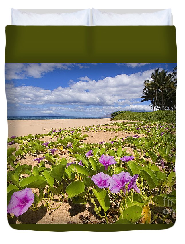 66-csm0133 Duvet Cover featuring the photograph Keawakapu Beach by Ron Dahlquist - Printscapes