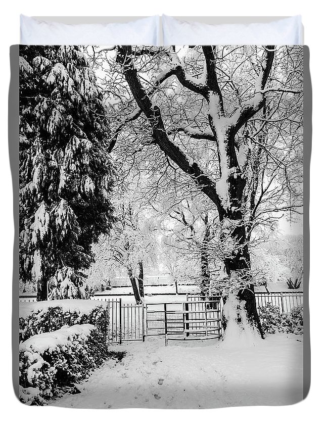 Kissing Gate Duvet Cover featuring the photograph Kissing Gate In The Snow by Steve Purnell