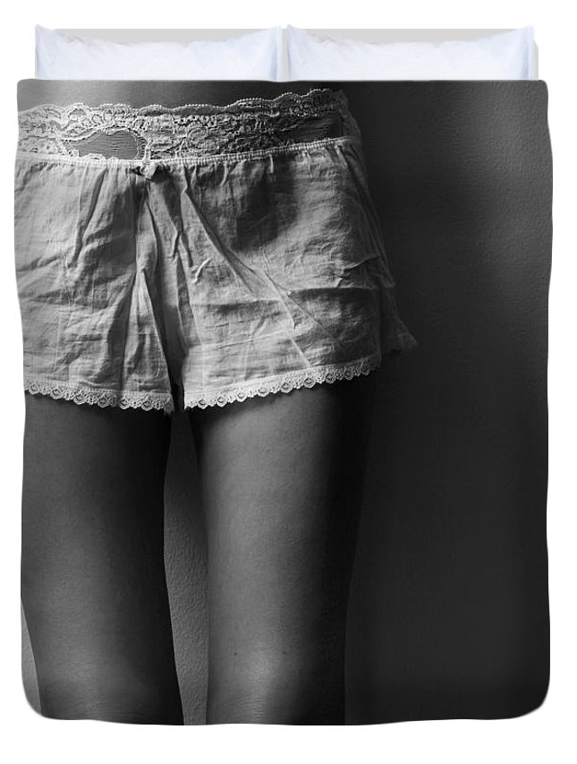 Blk And Wht Duvet Cover featuring the photograph Knees by Jae Feinberg