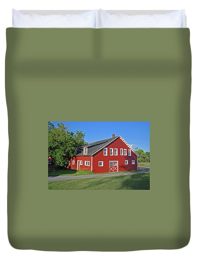 Barn Duvet Cover featuring the photograph Knox Farm 5138a by Guy Whiteley