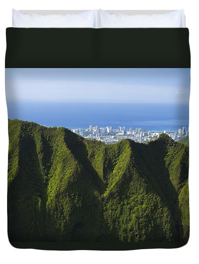 Aerial Duvet Cover featuring the photograph Koolau Mountains And Honolulu by Dana Edmunds - Printscapes
