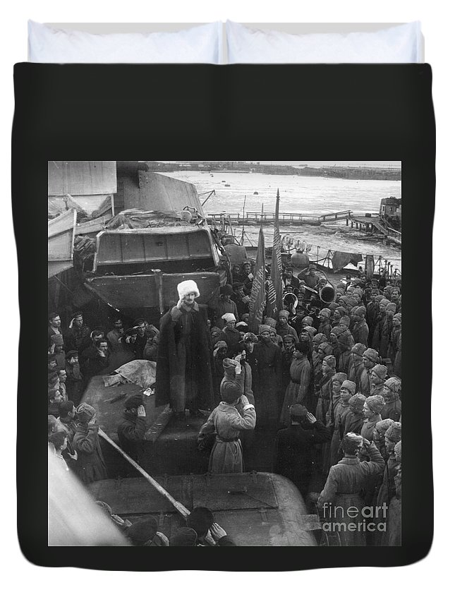 1921 Duvet Cover featuring the photograph Kronstadt Mutiny, 1921 by Granger