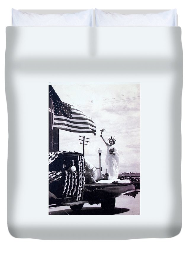 4th Of July Duvet Cover featuring the photograph Lady Liberty by Kurt Hausmann