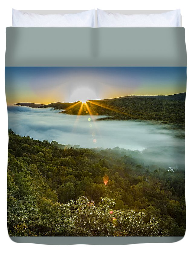 Fall Duvet Cover featuring the photograph Lake Of The Clouds Sunrise by Jack R Perry