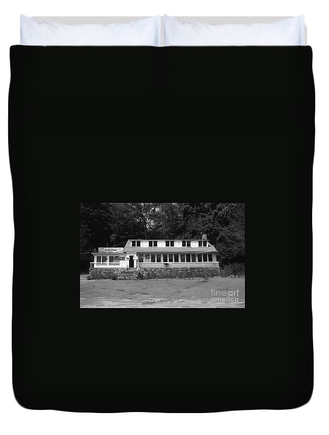 Connecticut Duvet Cover featuring the photograph Lake Waramaug Casino by Richard Rizzo