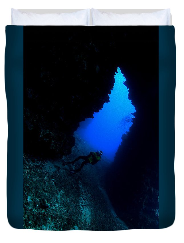 Duvet Cover featuring the photograph Lanai Arch by Todd Hummel