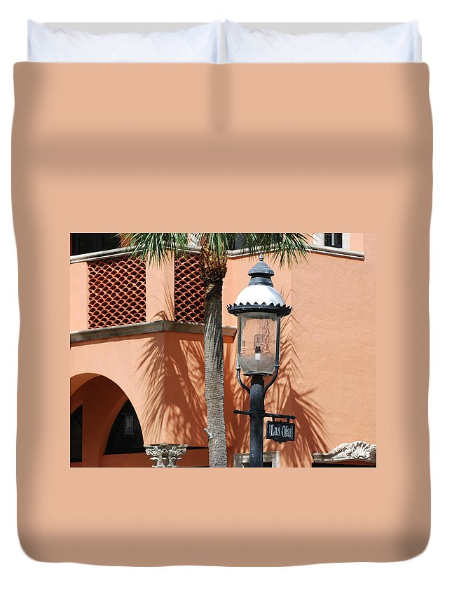 Lamp Posts Duvet Cover featuring the photograph Las Olas by Rob Hans