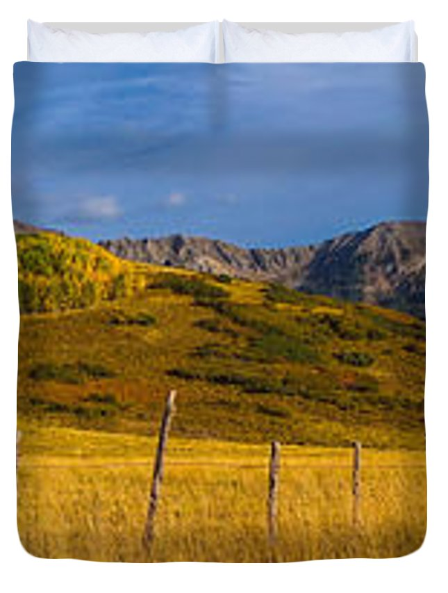 Panoramic Duvet Cover featuring the photograph Last Dollar Pano by David Ross