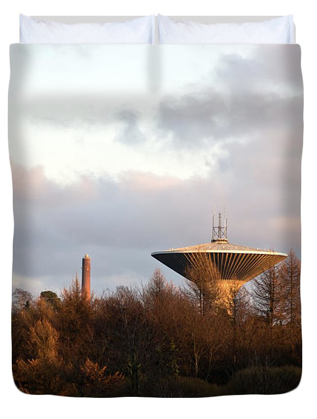 Lauttasaari Duvet Cover featuring the photograph Lauttasaari Water Tower by Jarmo Honkanen
