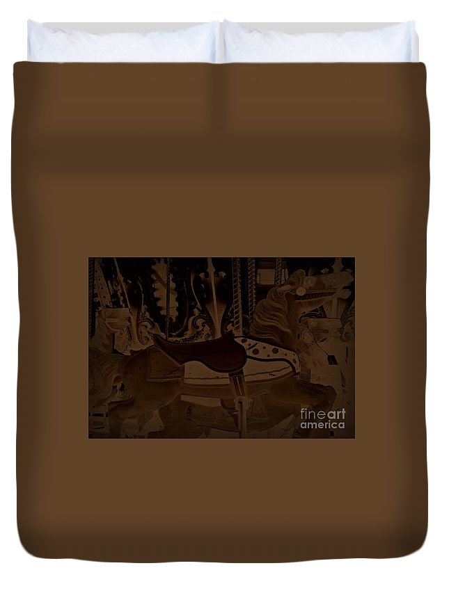 Duvet Cover featuring the photograph Leading by Amanda Kessel