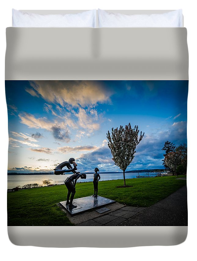 Leap Frog Sculpture Kirkland Washington Lake Waterfront Northwest Duvet Cover featuring the photograph Leap Frog by Rick Takagi