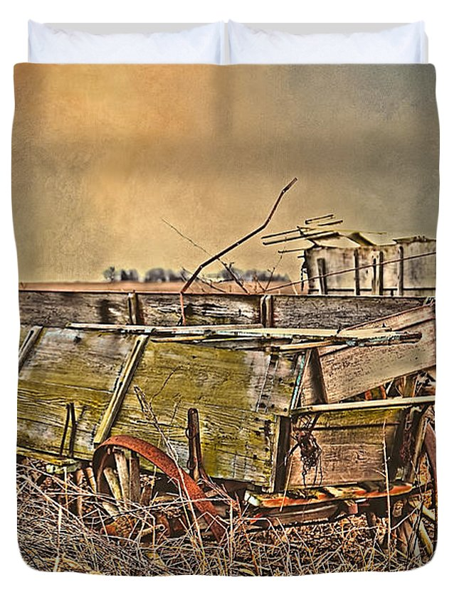 Wagon Duvet Cover featuring the photograph Left Behind by Theresa Campbell