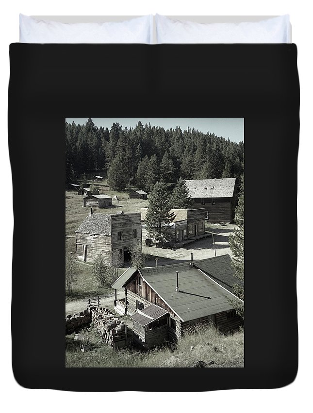 Ghost Towns Duvet Cover featuring the photograph Life In A Ghost Town by Richard Rizzo