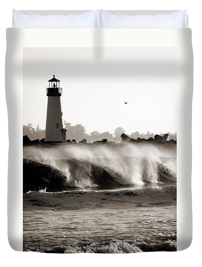 Americana Duvet Cover featuring the photograph Lighthouse 1 by Marilyn Hunt
