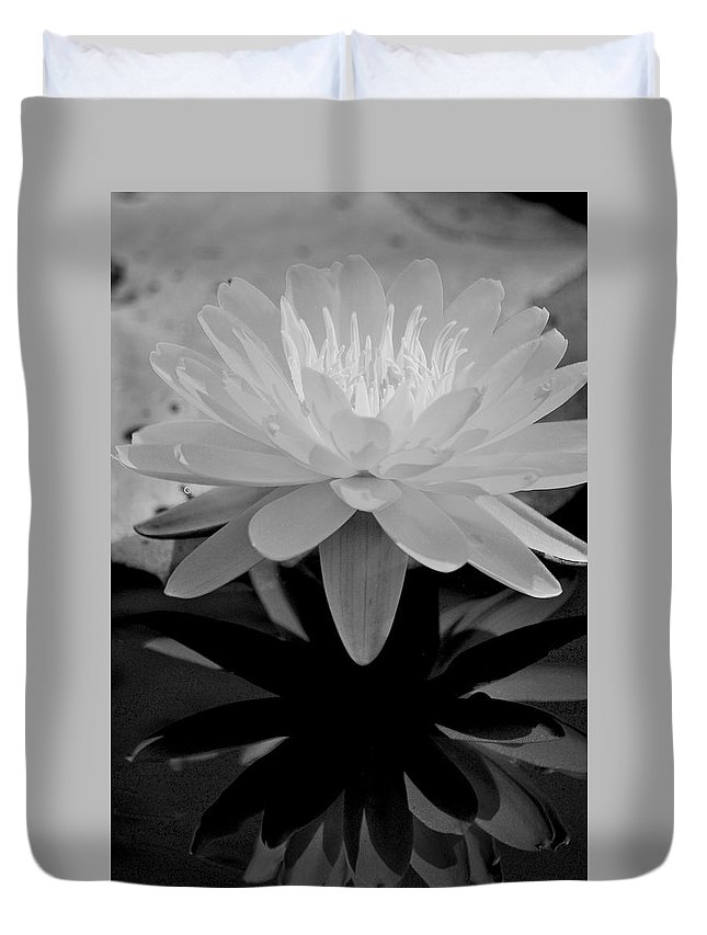 Flower Duvet Cover featuring the photograph Lily by Donna Shahan