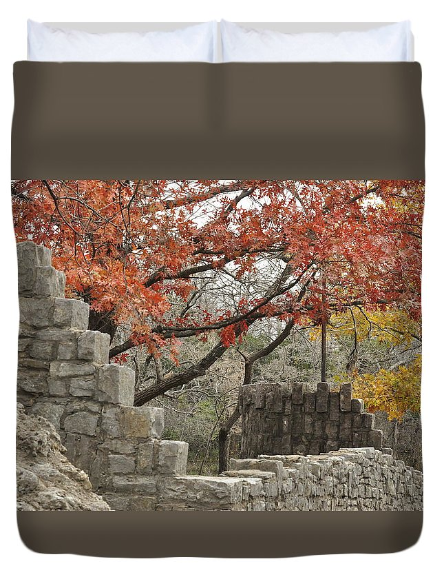 Lincoln Bridge Duvet Cover featuring the photograph Lincoln Bridge In Fall by Diana Cannon