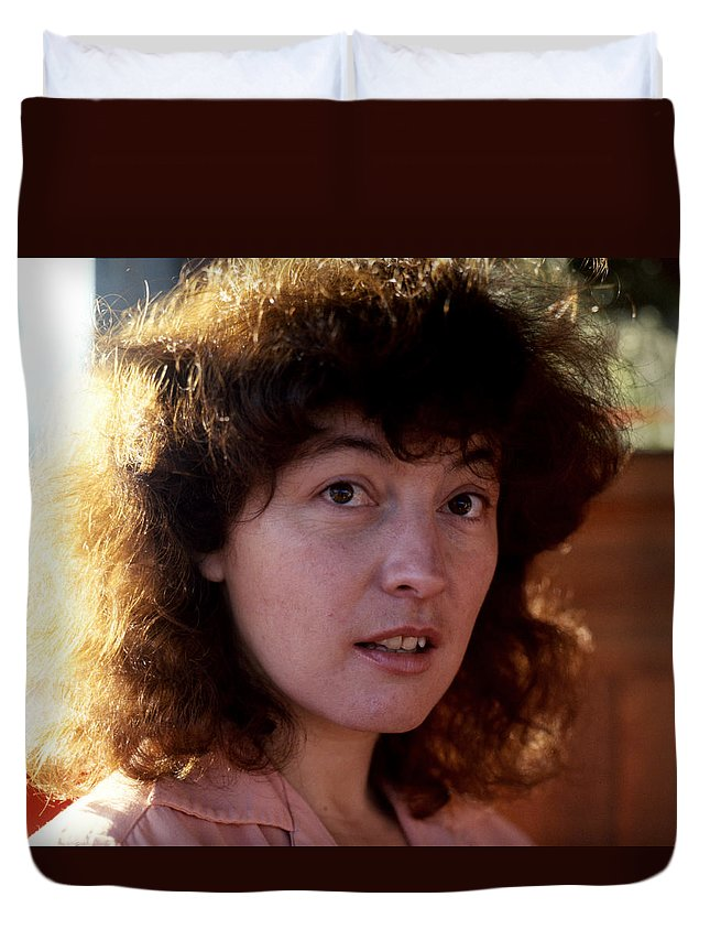 Portraits Duvet Cover featuring the photograph Linda by Lee Santa