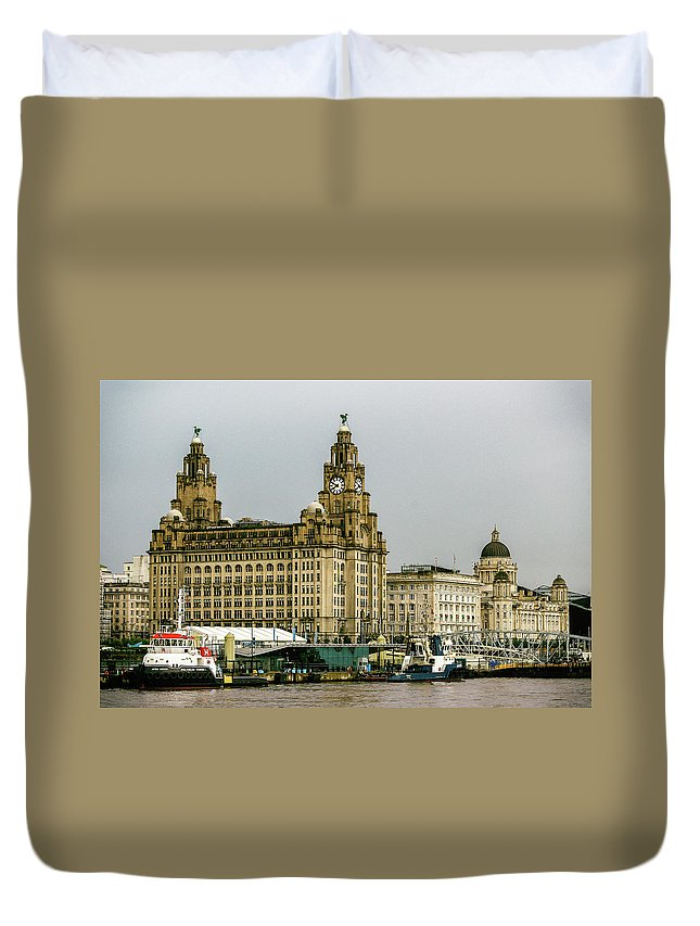 Liverpool Duvet Cover featuring the photograph Liverpool Waterfront by Kevin Elias