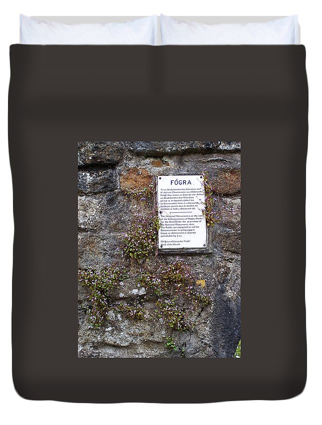 Irish Duvet Cover featuring the photograph Living Wall At Donegal Castle Ireland by Teresa Mucha