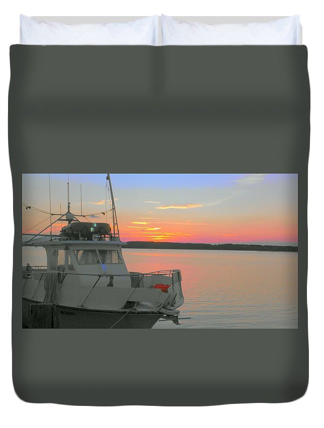 Duvet Cover featuring the photograph ln For The Night by Joseph Stewart