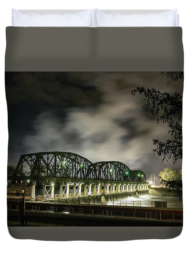 Lock 8 Erie Canal Schenectady N.y. Duvet Cover featuring the photograph Lock 8 Erie Canal by George Fredericks