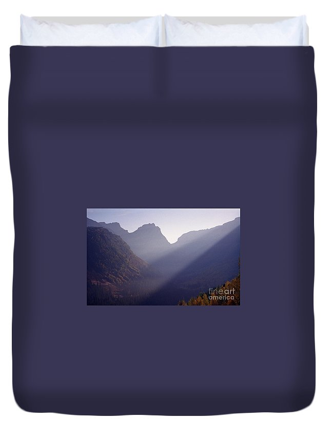 Mountains Duvet Cover featuring the photograph Logan Pass by Richard Rizzo
