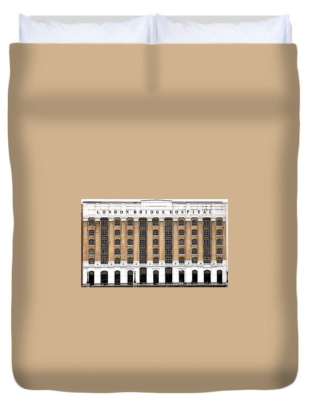 London Bridge Hospital Duvet Cover featuring the photograph London Bridge Hospital by Andrew Fare