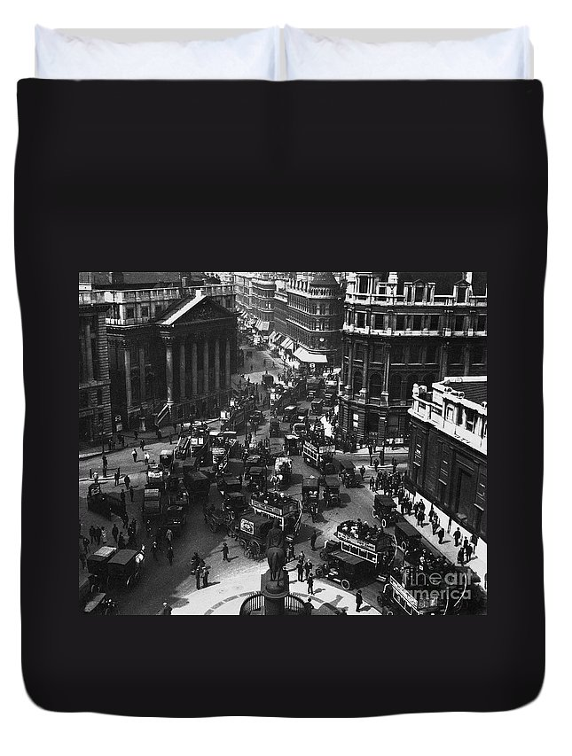 1910 Duvet Cover featuring the photograph London: Financial District by Granger
