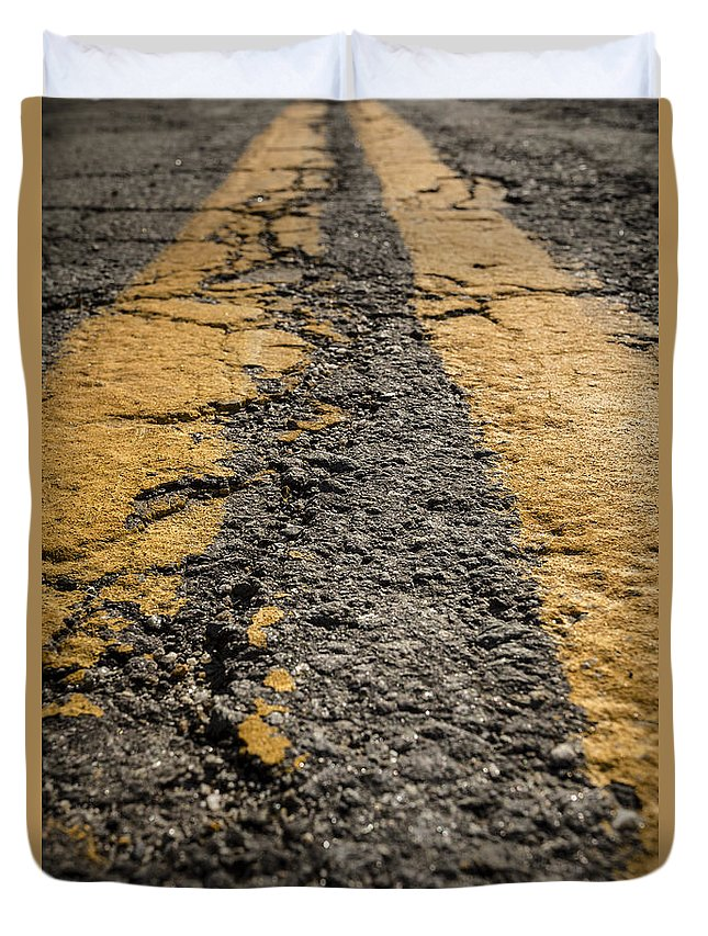 Road Duvet Cover featuring the photograph Lonesome Highway by Edward Fielding