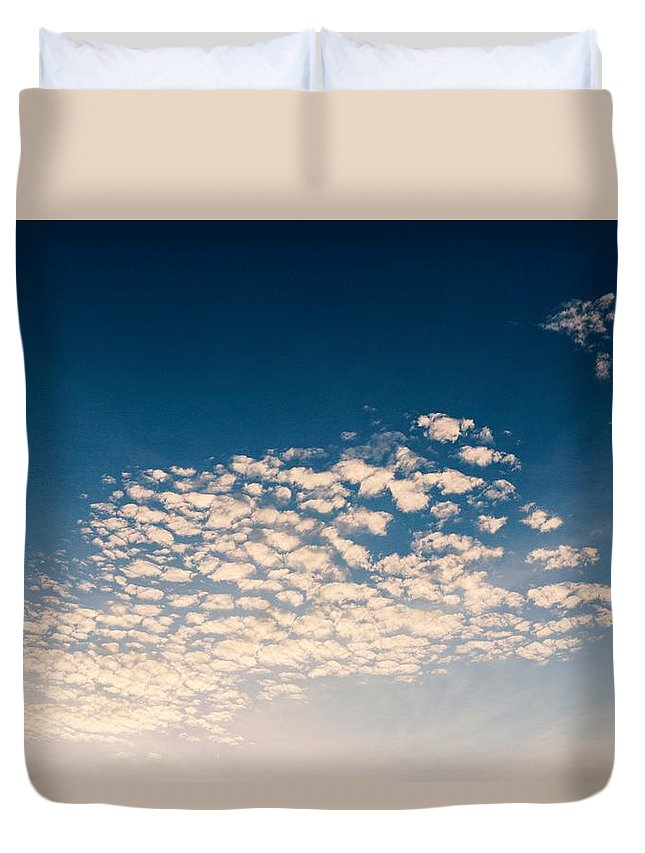Duvet Cover featuring the photograph Look At Sky by Tanakrit Songkijkunchit